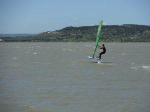 Activité nautique Narbonne: Planche Foil